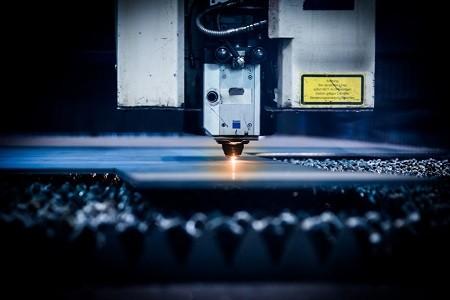 Cięcie wiązką lasera blachy stalowej