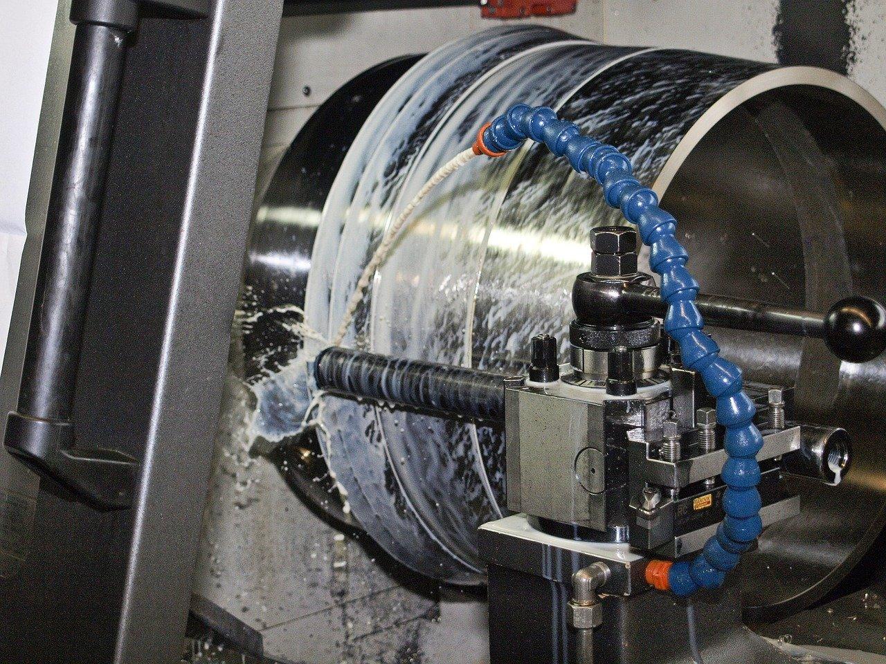Frezowanie na maszynie CNC, bloku aluminium frezem palcowym